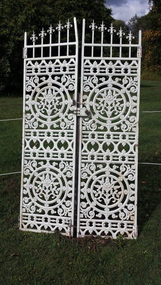 circle panel gate