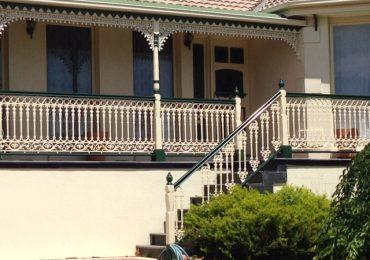 Replace your worn out timber balustrade with modular aluminium balustrade