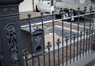 The all aluminium Royal Park letterbox look well suited in this Victorian fence