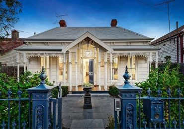 Berwick Lacework and Heritage Lion Posts add a touch of class to this heritage property